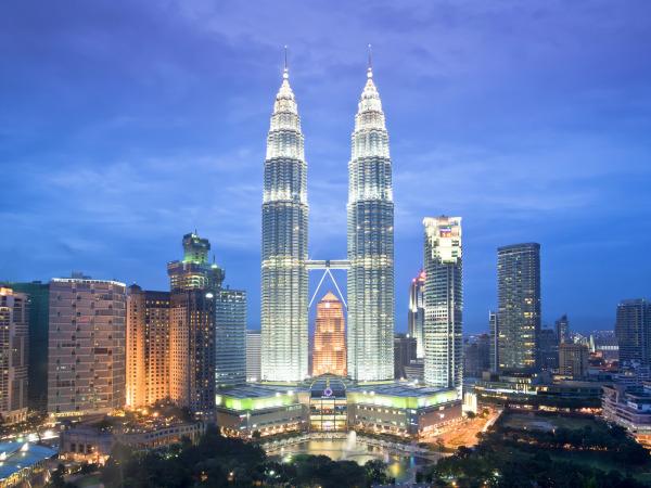 petronas towers  kuala lumpur  malaysia e