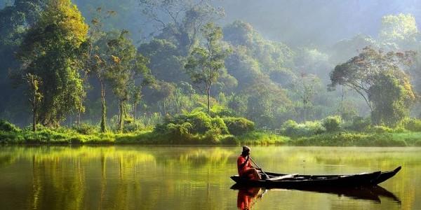 boat lake indonesia  e