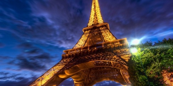 eiffel tower at night wallpaper e