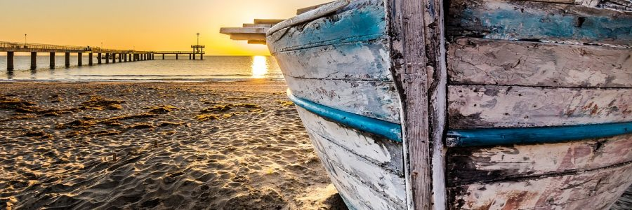 burgas-boat-at-sunrise-2873907_1280