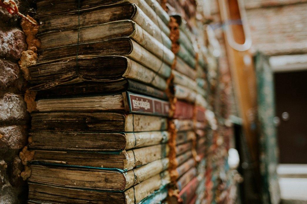 Libreria Acqua Alta_venice-763329-unsplash
